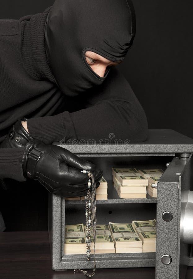 窃贼夜贼和家保险柜 库存照片