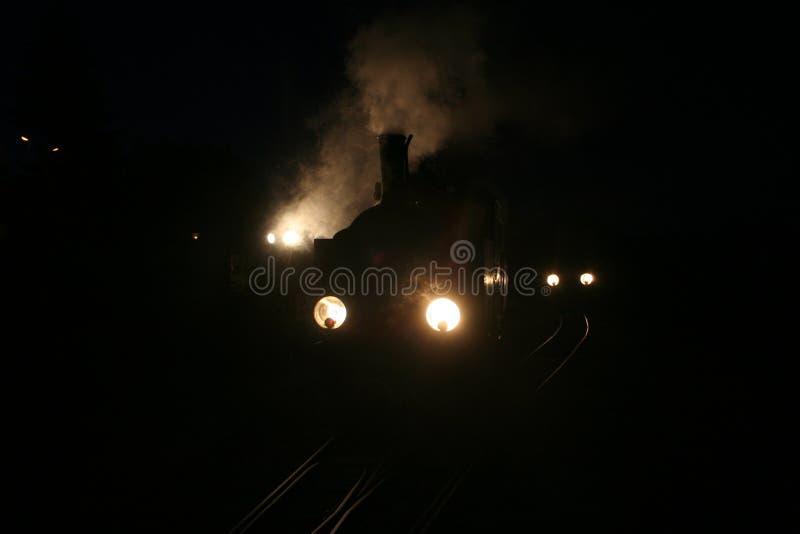 窄片蒸汽机车Tx27 -夜场面 库存图片