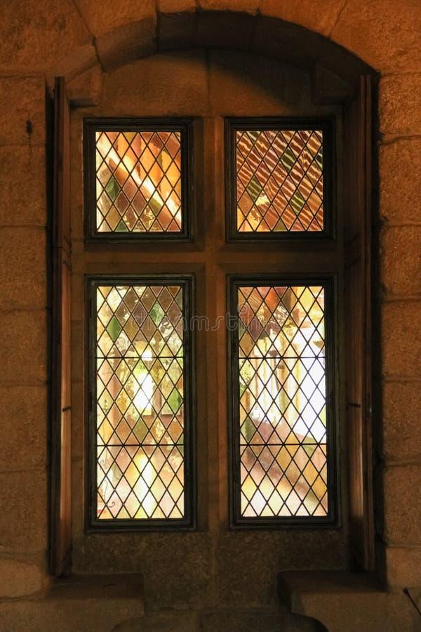窗口发射孔 布拉干萨Duques的宫殿  吉马朗伊什 葡萄牙 免版税图库摄影