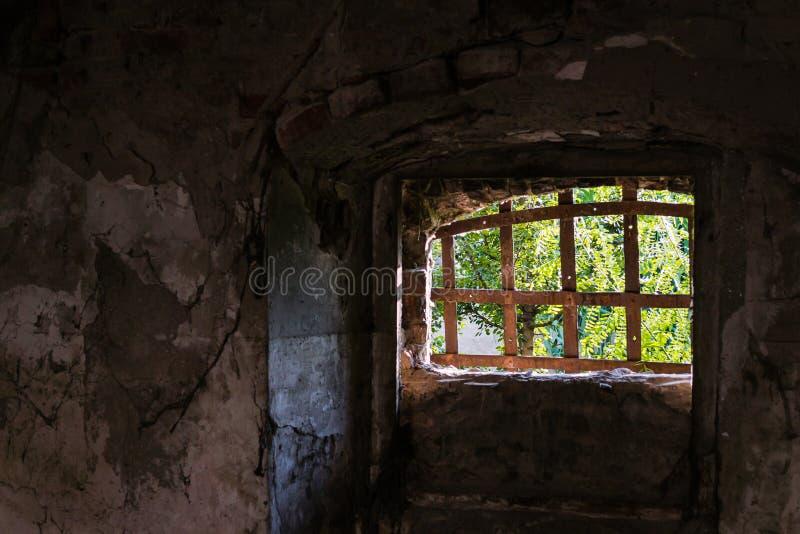 窗口束缚了生锈的,铁棍 免版税图库摄影