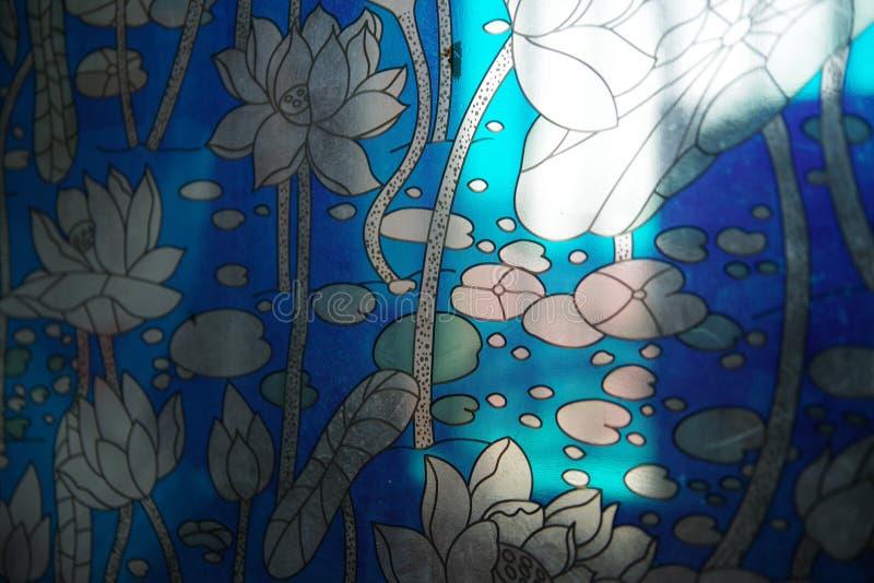 窗口格栅样式开花蓝色 库存图片