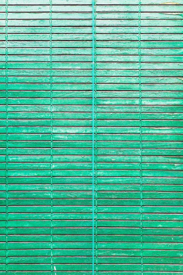 窗口绿色五颜六色的老木快门 库存照片