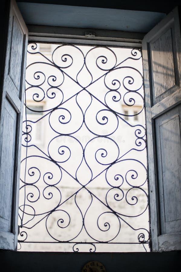 窗口详述在一个大厦在哈瓦那 库存图片