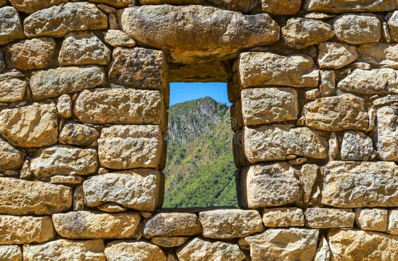 窗口风景在马丘比丘,库斯科,秘鲁 免版税库存图片