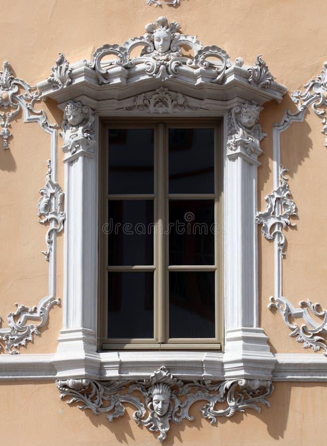 窗口,猎鹰议院在维尔茨堡,德国 免版税库存图片