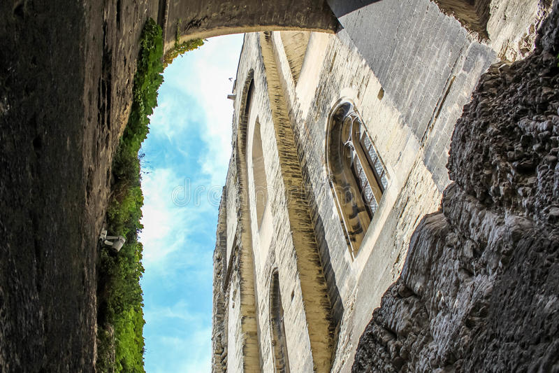 Download 窗口细节哥特式大教堂 库存照片. 图片 包括有 筑堡垒于, 历史记录, 宗教信仰, 详细资料, 门面, 布琼布拉 - 59112214