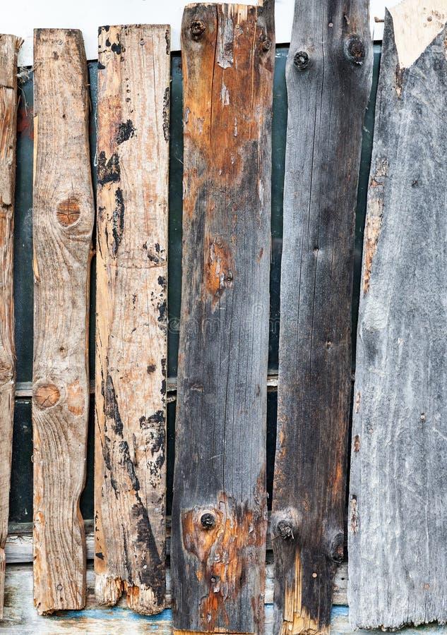 窗台板与被射击的木板条特写镜头,垂直 免版税库存照片