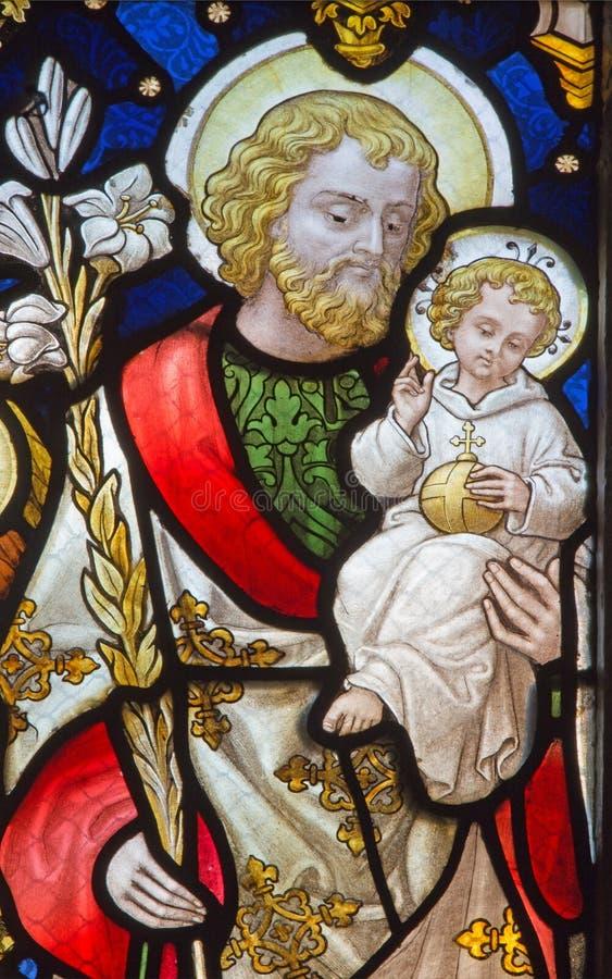 从窗玻璃的鲁汶-圣若瑟在圣安东尼教会里 图库摄影