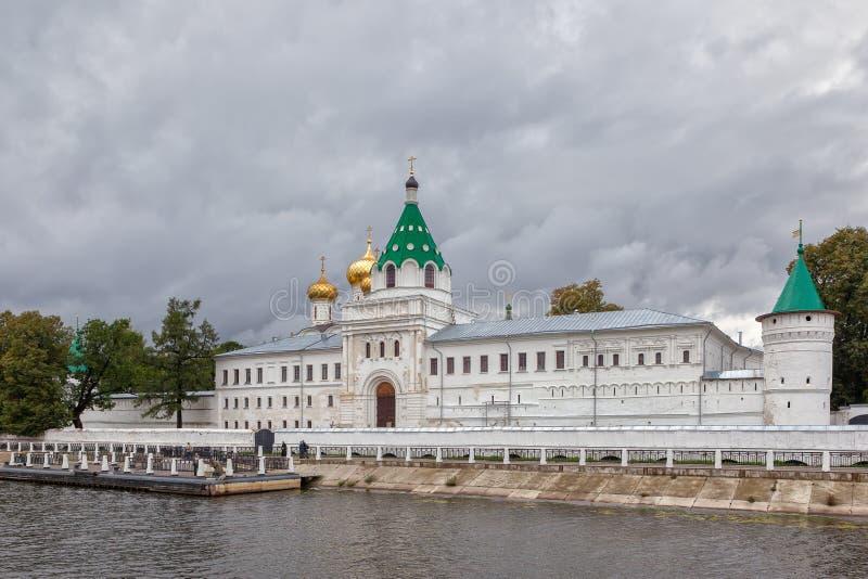 从窝瓦河的Ipatievsky修道院 库存图片