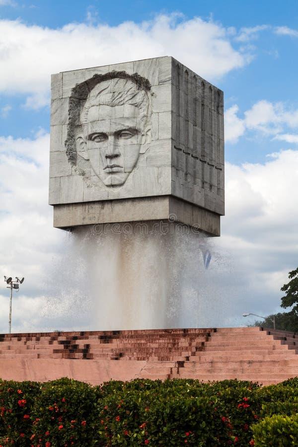 立体主义的喷泉纪念的亚伯圣塔玛丽亚和何塞・马蒂,圣地亚哥de Cu 库存照片