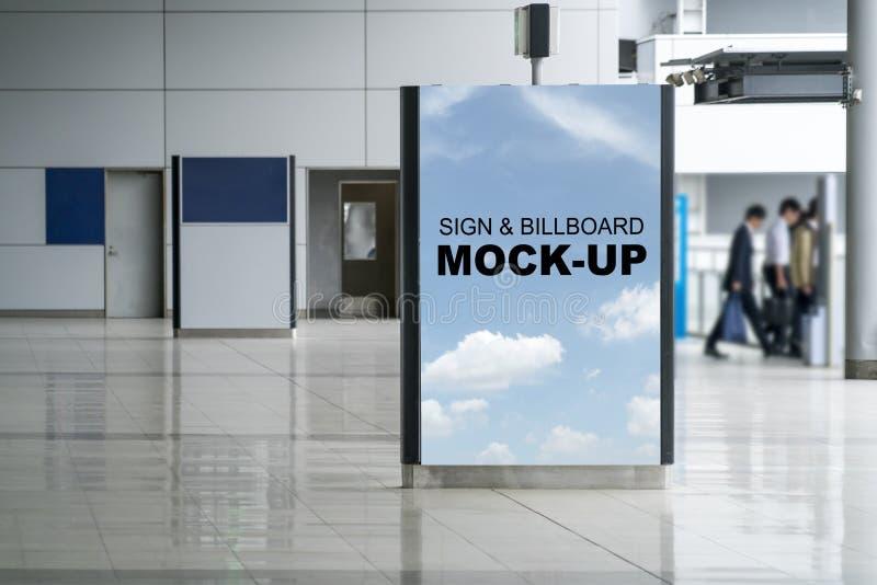 立场垂直的室内广告灯箱的广告牌嘲笑 库存照片