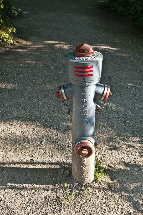 Download 立场管子在公园 库存照片. 图片 包括有 声浪, 证券, 消防栓, 晒裂, 安装, 旅团, 巴伐利亚人, 村庄 - 59101390