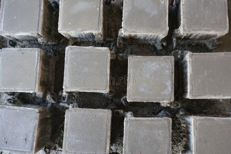 立方体具体样品顶视图熔铸在钢模的 免版税库存图片