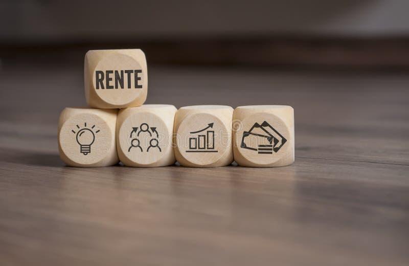 立方体切成小方块与退休金或退休的- Rente德国词 免版税库存照片