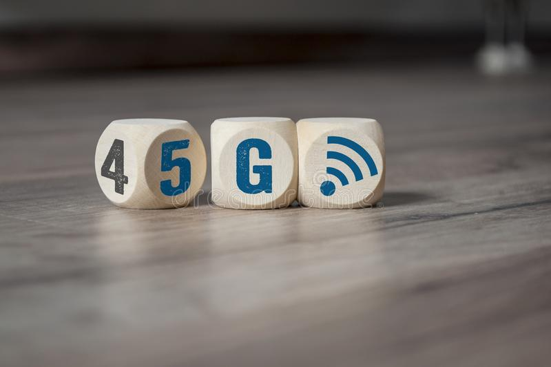 立方体和模子与4G和5G 库存照片