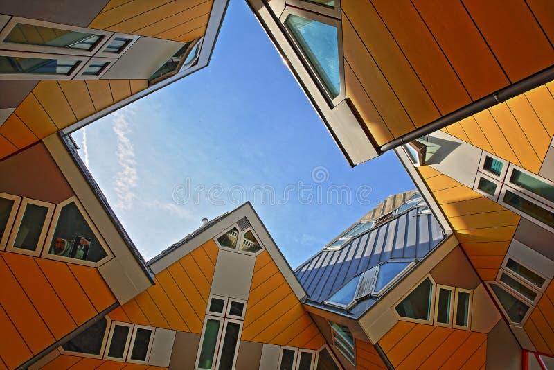 立方体房子Kijk库布斯,建筑异常的有角立方体形状公寓楼,位于在Oudehaven港口附近 库存图片