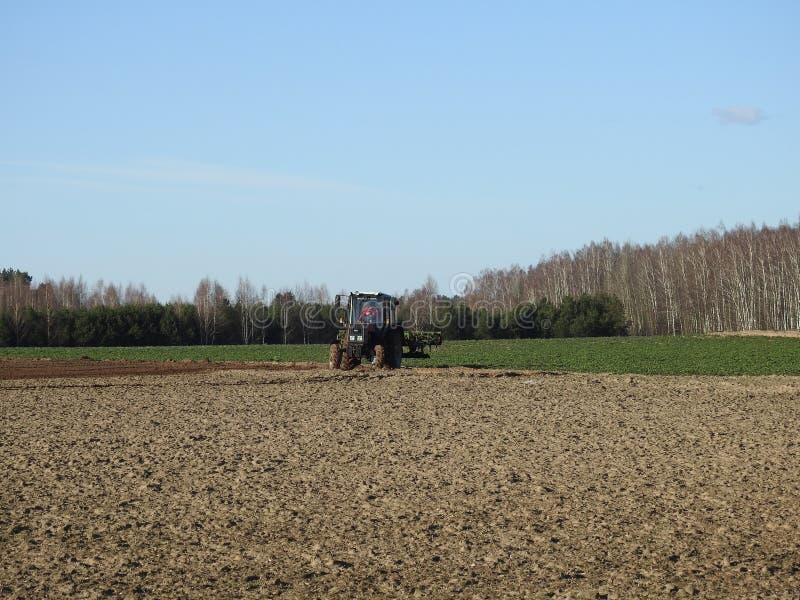 立陶宛春季美轮美奂的拖拉机 库存照片
