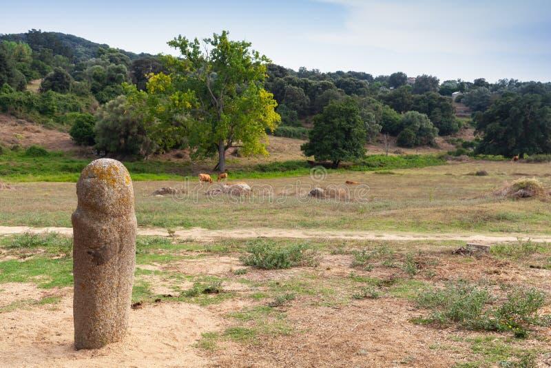 竖石纪念碑史前石雕象在Filitosa 免版税库存照片