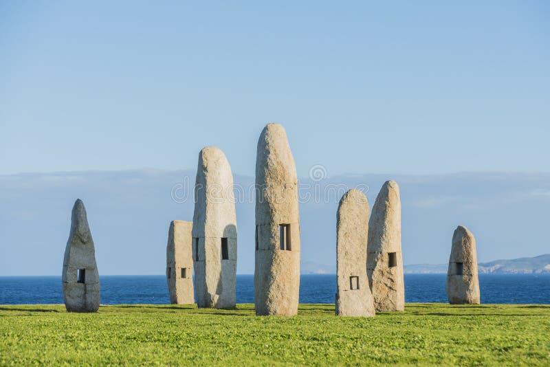 竖石纪念碑在拉科鲁尼亚队,加利西亚,西班牙停放 库存图片