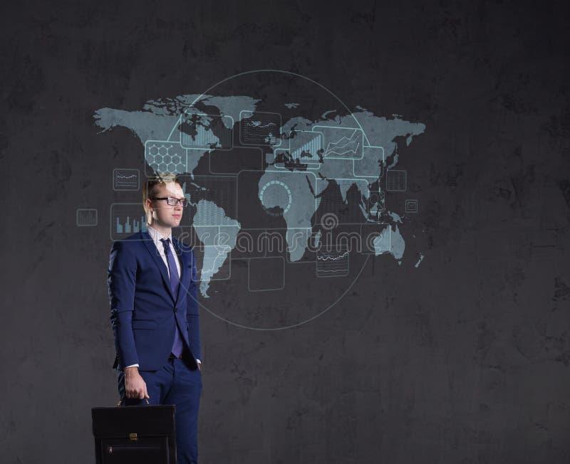 站立与公文包的商人 背景例证查出的映射向量白色世界 事务,全球化,概念 库存图片