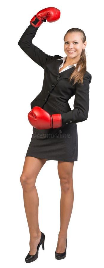 站立与的女实业家佩带的拳击手套 免版税图库摄影