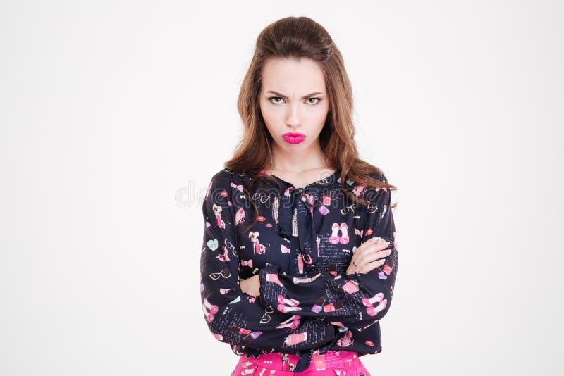 站立与胳膊的恼怒的被触犯的少妇横渡 库存照片