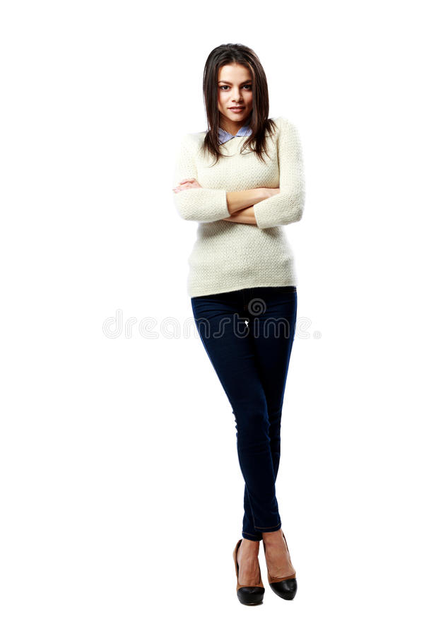 站立与胳膊的年轻美丽的女实业家横渡 免版税库存照片