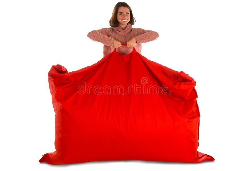 站立和举行红色长方形的年轻微笑的妇女 库存图片