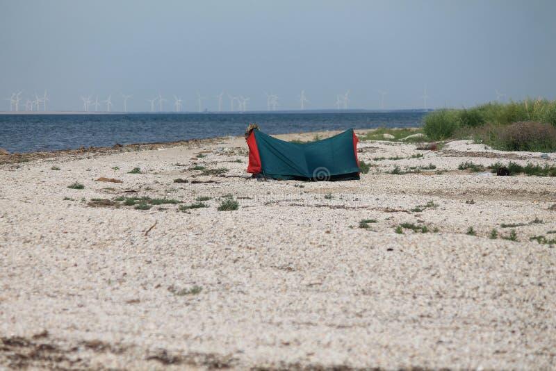 站立在亚速海的岸的我的帐篷 免版税库存照片