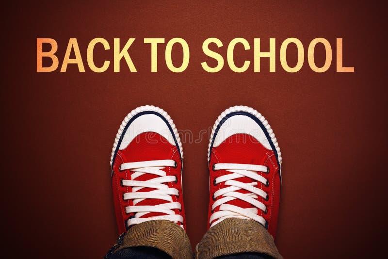 站立在回到学校线前面的少年 免版税库存照片