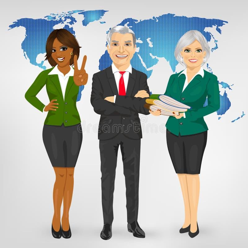 站立在地球地图前面的成功的成熟专业企业队 皇族释放例证