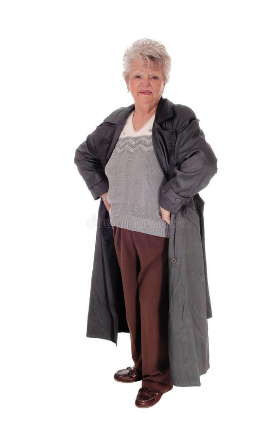 站立在外套的资深妇女 库存照片
