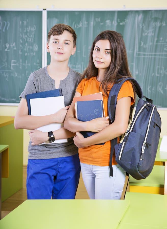 站立在教室的学生 库存照片