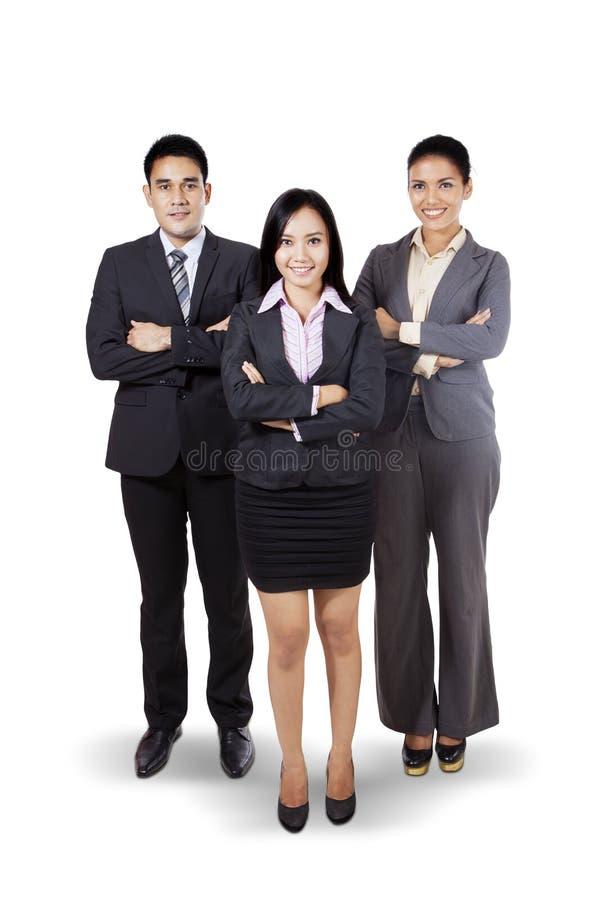 站立在演播室的确信的企业队 库存照片