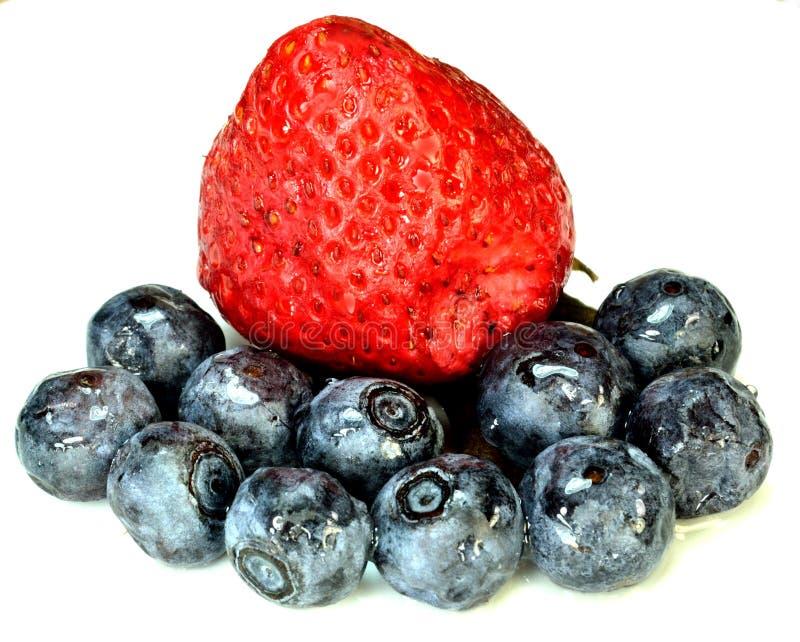 Download Strawbeery和蓝莓 库存照片. 图片 包括有 蓝莓, 果子, 红色, 蓝色, 鲜美, 健康, 新鲜 - 30329080