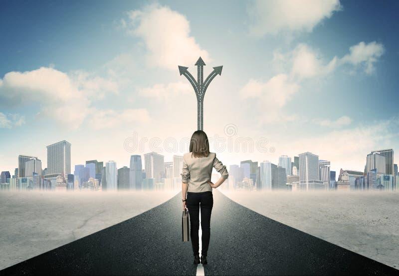 站立在路的女实业家 免版税库存图片