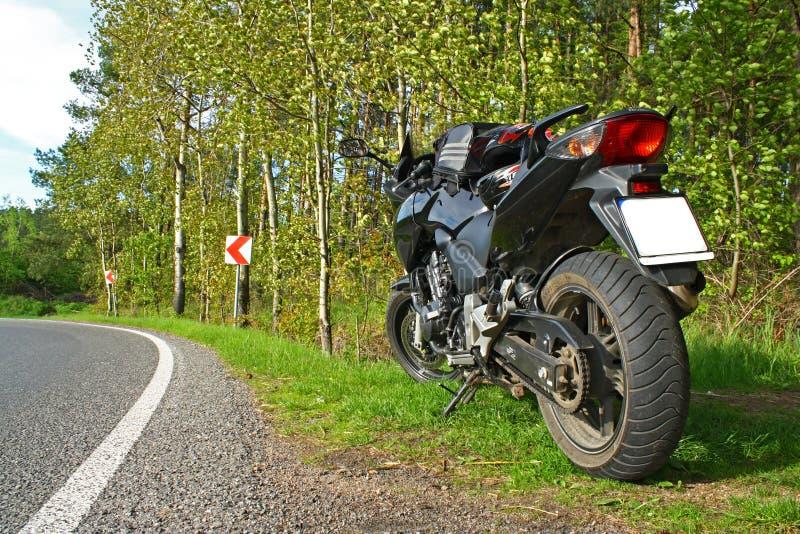 站立在路的摩托车 免版税图库摄影