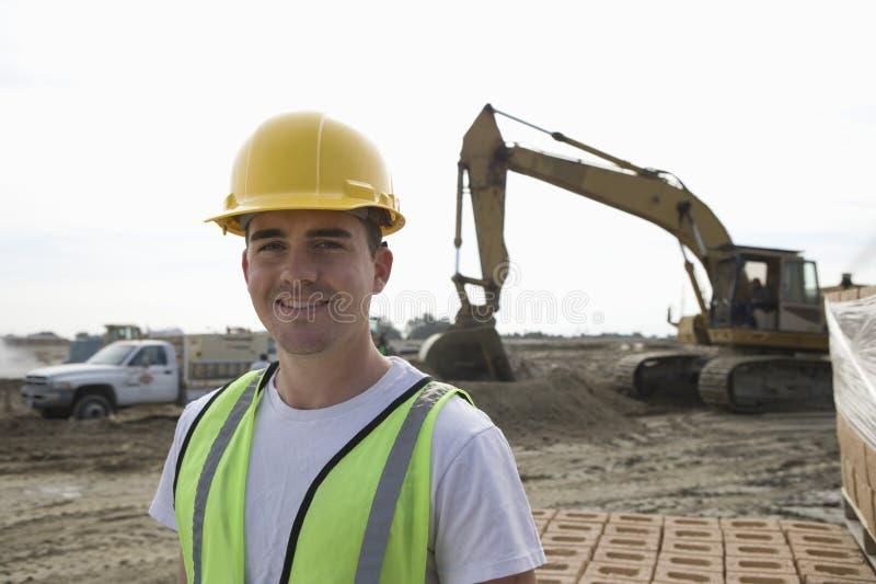 站立在建造场所的工作者 库存照片