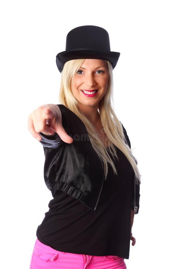 站立在tophat的可爱的妇女 免版税库存图片