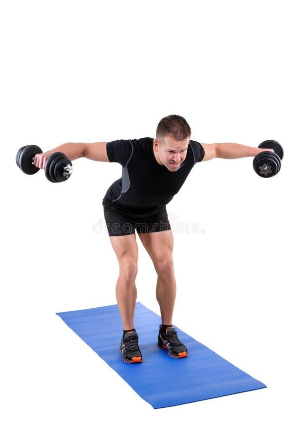 站立弯曲在哑铃相反飞行锻炼 免版税库存图片