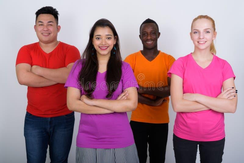 站立愉快的不同的小组多种族的朋友微笑和 图库摄影
