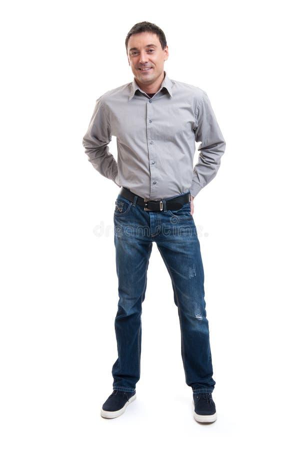 站立愉快的微笑的年轻的人全长 免版税图库摄影