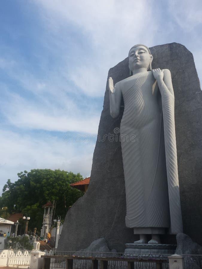 站立灰色雕象Deundara的菩萨 免版税库存图片