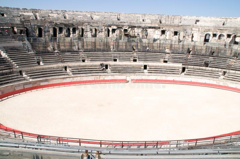 竞技场罗马内部的尼姆 免版税库存图片