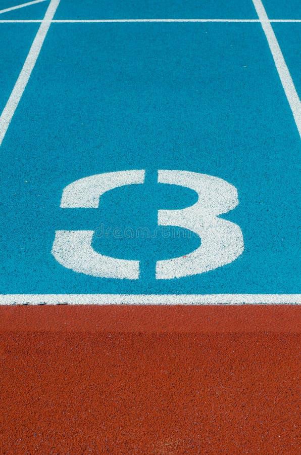 竞技轨道车道在体育场内 免版税库存图片
