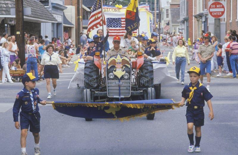 童子军前进在7月4日游行的, Centreville,马里兰 库存图片
