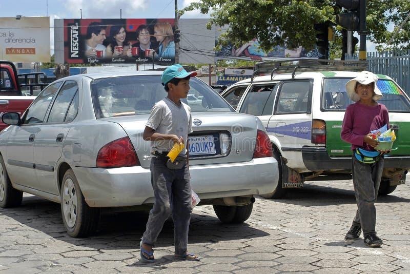 童工,摊贩在城市圣克鲁斯 免版税图库摄影