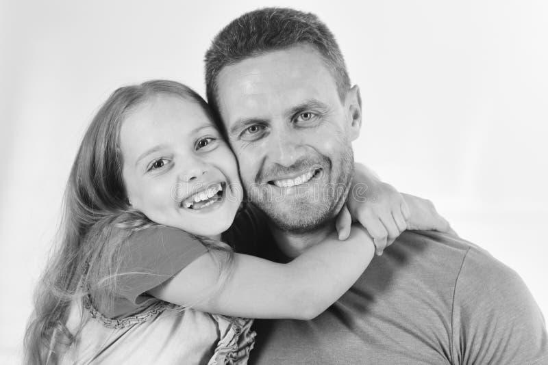 童年和家庭观念 女孩和人有愉快的微笑的面孔的在白色背景 库存图片