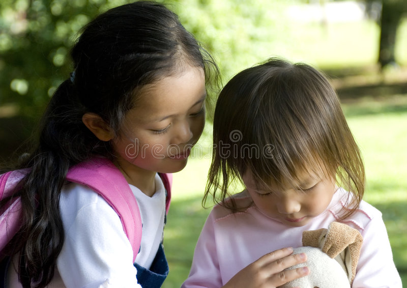 童年系列姐妹 库存图片
