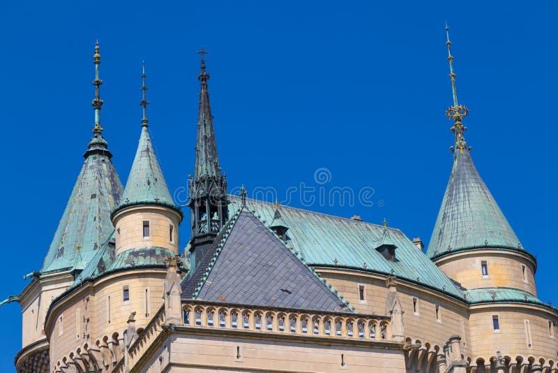 童话Ð ¡ astle Bojnice,斯洛伐克 屋顶圆顶和塔  库存照片